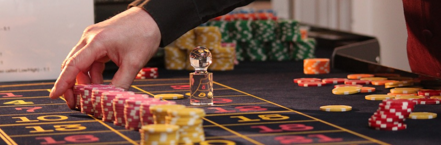 3 of the Most Unique Gambling Movies of All Time US roulette table chips casino game 880x290 - 3 of the Most Unique Gambling Movies of All Time
